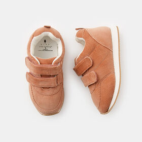 everyday sneaker, size 6 - Pink